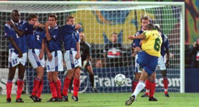 La 'suerte' detrás del tiro libre de Roberto Carlos