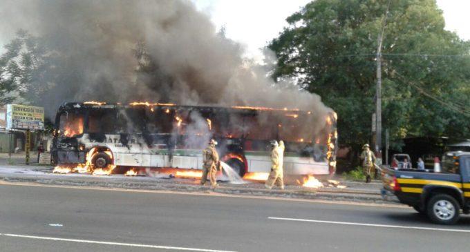 Bus se quemó por completo en Capiatá