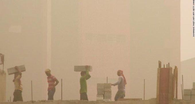 Respirar el aire de Delhi, capital de la India, es igual a fumar más de 40 cigarrillos por día