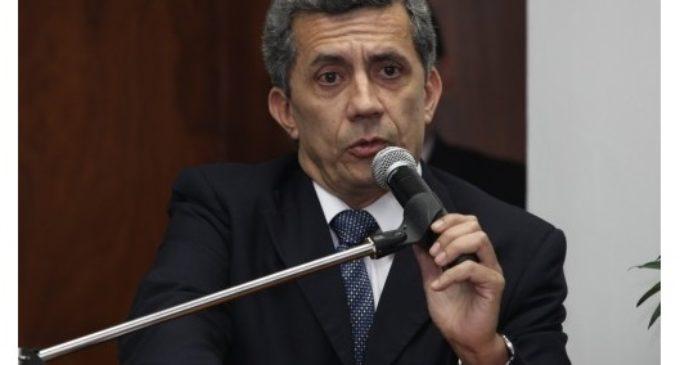 Abogado constitucionalista refuta intención de senador de despojar a Presidente facultad de vetar Presupuesto
