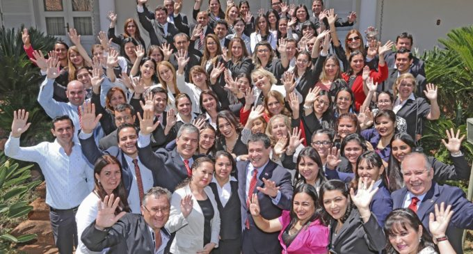 Becas Carlos A. López alcanzarían a 500 maestros