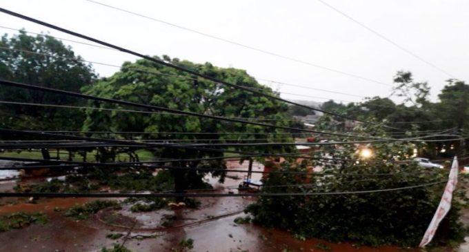 Miles de personas quedaron sin energía eléctrica tras fuerte temporal que azotó a Ciudad del Este