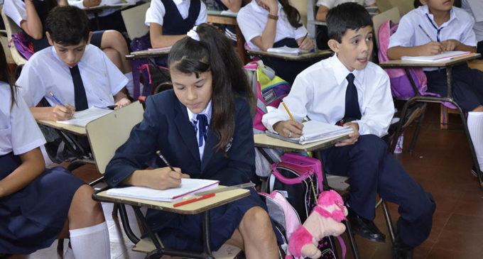 Sacan del aula a dos alumnos por mora en cuotas