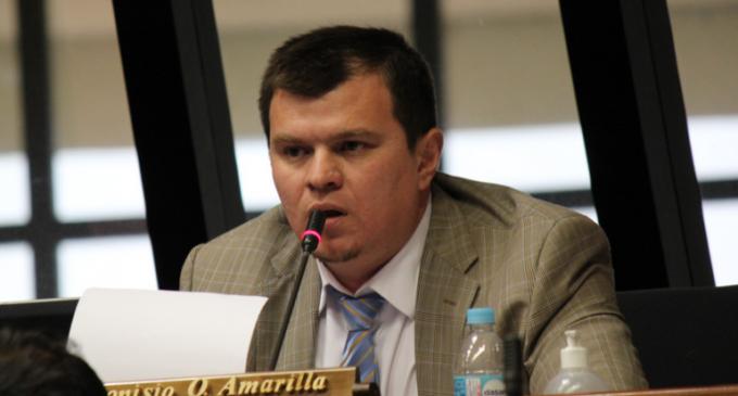 Amarilla pide renuncia de Buzarquis pero no se pronuncia contra Efraín