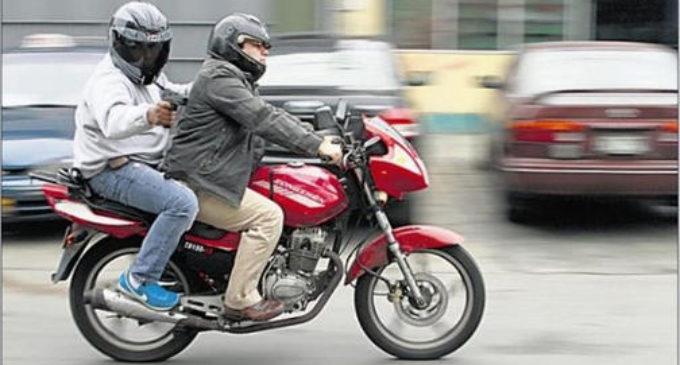 Motochorros hieren a hija de un policía