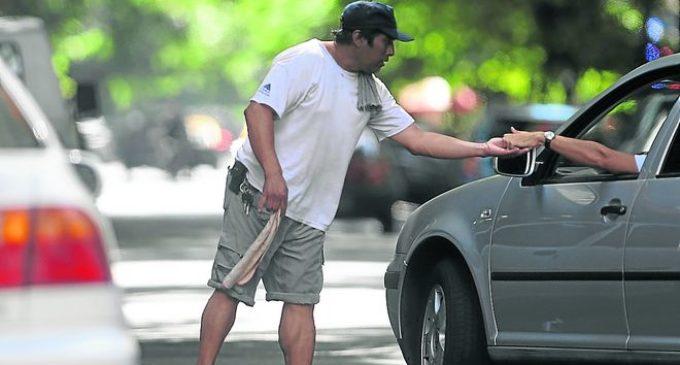"""Proponen mayor resguardo policial para evitar """"extorsión"""" de cuidacoches"""