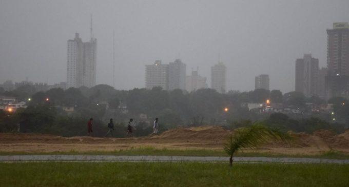 Anuncian lluvias y tormentas para 12 departamentos