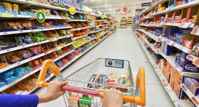 Supermercados ofrecen el combo navideño con productos básicos y necesarios