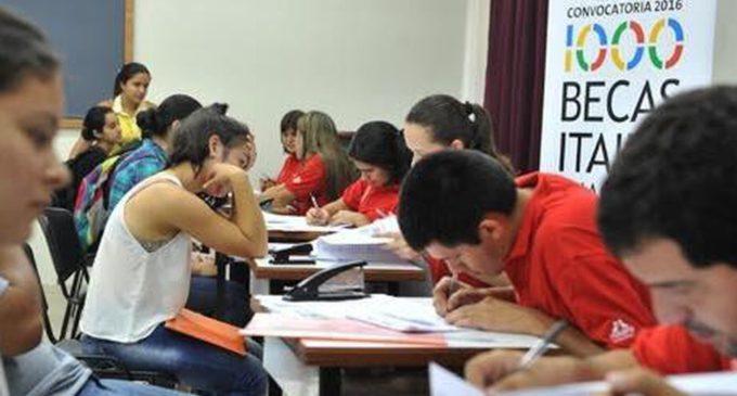 Becas Itaipú: el 70% de los jóvenes se inscribieron desde un celular