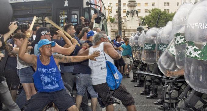 Ola de violencia se agolpó frente al Congreso argentino hoy