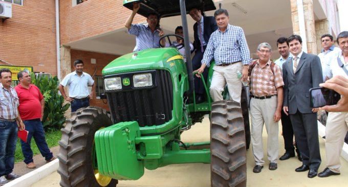 """""""Dejar de dar pollitos y machetes, y empezar a dar tractores y equipamientos al pequeño productor"""""""