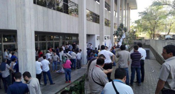 Funcionarios de la ANDE anuncian protestas en todo el país