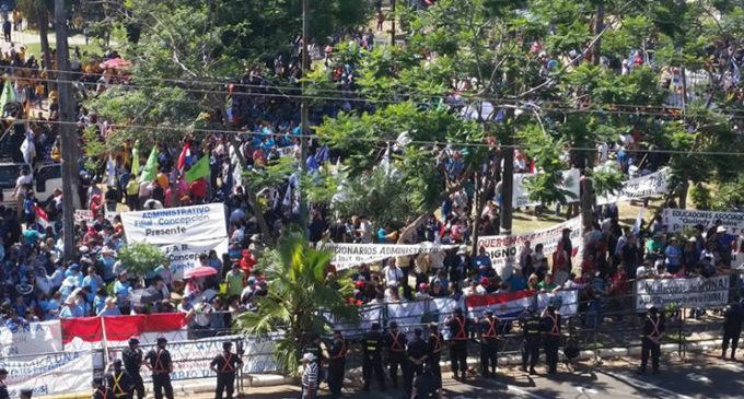 Funcionarios de la UNA anuncian movilización