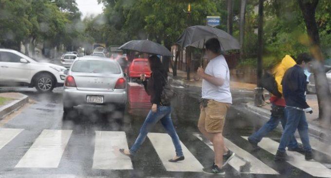 Anuncian miércoles lluvioso para 12 departamentos