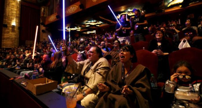 Fallas técnicas en sala de cine provocan disturbios entre fanáticos de Star Wars