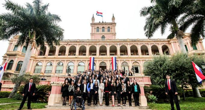 Becal: El próximo año jóvenes universitarios podrán cursar semestres en el exterior