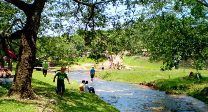 Lamentan falta de apoyo de municipios para exigir licencia ambiental a balnearios