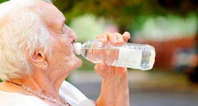 Para no ser víctima de la ola de calor, hidrátese y utilice protección solar
