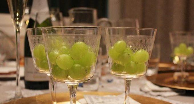 Por qué se comen 12 uvas a la medianoche y el origen de otras tradiciones de Año Nuevo