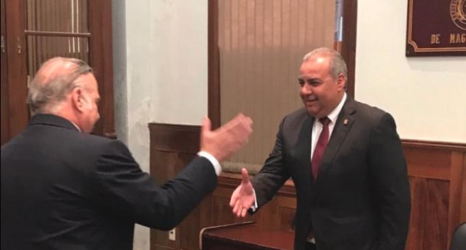 Oviedo Matto extiende desafío del polígrafo a sus colegas