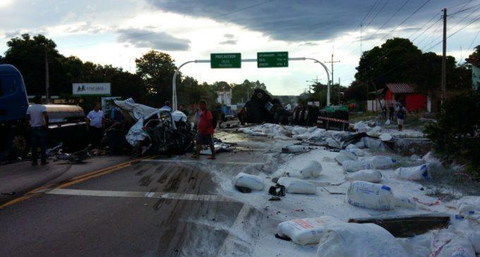 """Accidente en Ypacaraí: """"La situación está inestable y hay mucho combustible sobre el asfalto"""""""