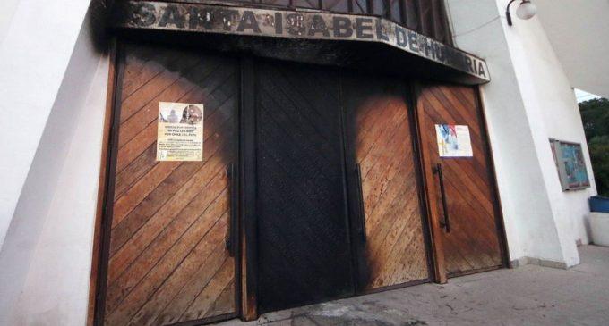 """Visita del Papa a Chile: """"Francisco, la próxima bomba será en tu sotana"""""""