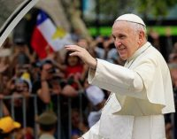Un diario dio de lleno al rostro del Papa Francisco en Chile