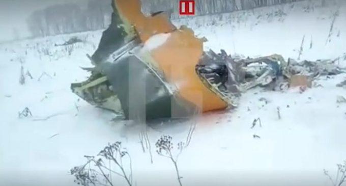 Tragedia aérea en Rusia: publican las primeras imágenes de los restos del avión