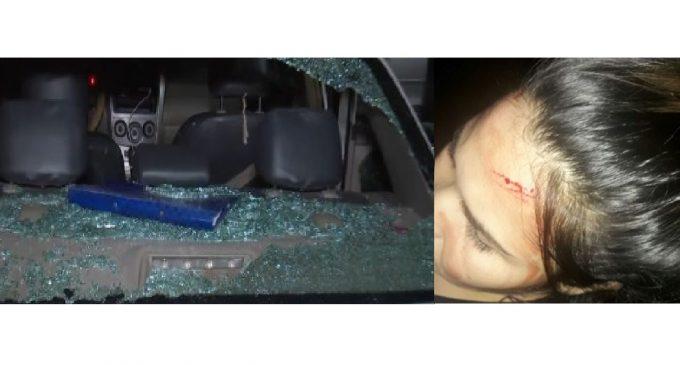 'Barras' apedrearon vehículo e hirieron a mujeres