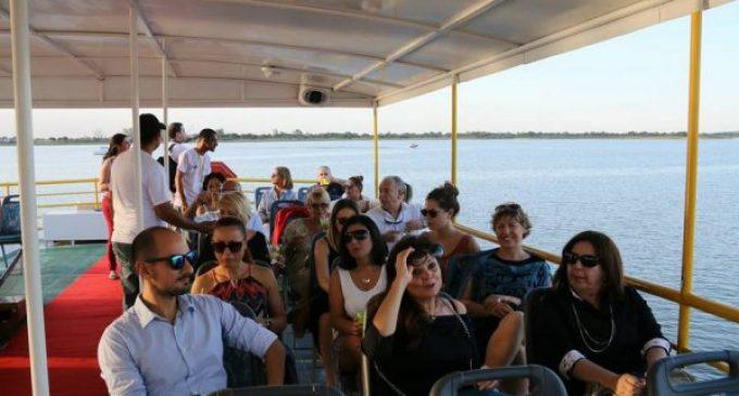 Invitan a paseo en aguas del río Paraguay desde el Catamarán