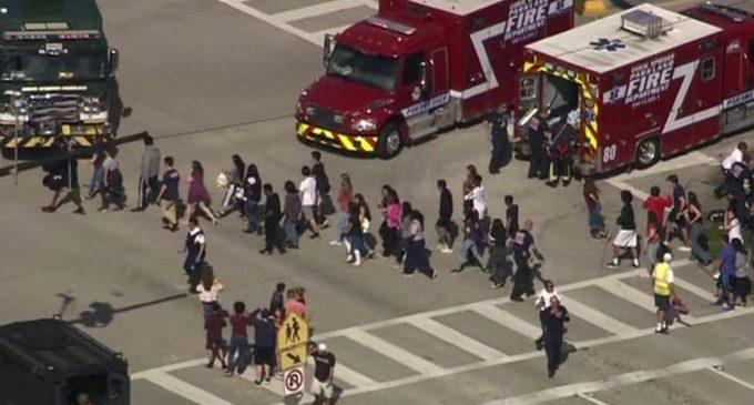 Suman 17 los asesinados en escuela de Florida