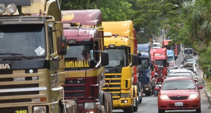 "Camioneros ""agotan instancias"" para no volver a paro"