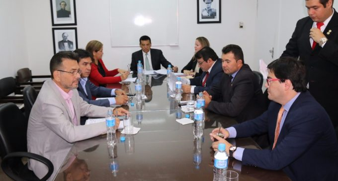 Comisión dictamina a favor de pedido de juicio político a Contralor