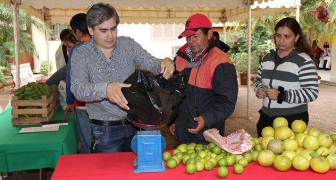 Ofrecen las primeras frutas cítricas de la temporada en una nueva edición de la Feria del INDERT