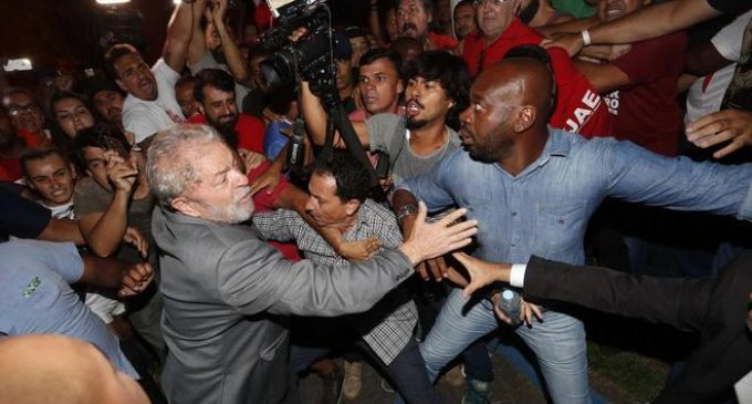 Lula da Silva se entregó a la Policía para entrar en prisión