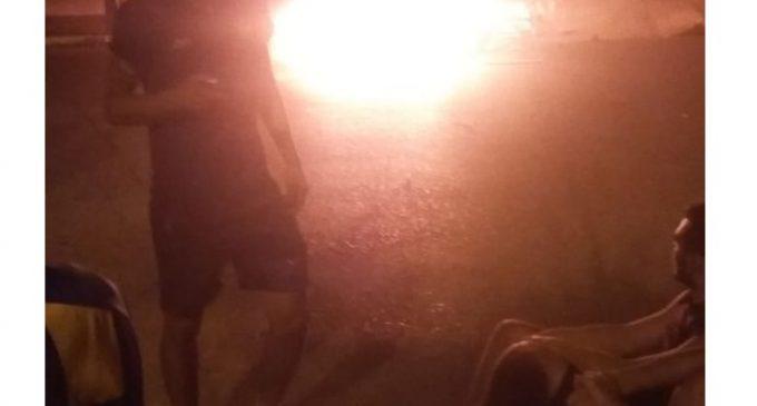 Reclamos con quema de neumáticos frente al Sportivo Luqueño por parte de barrabravas