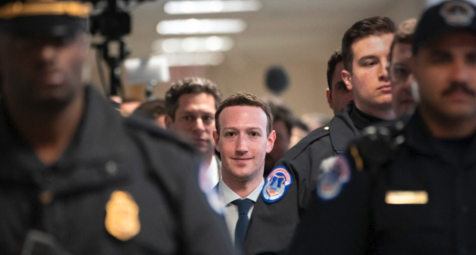 Zuckerberg asume culpa por filtración de datos