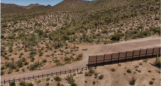 """Trump amaga con el cierre del gobierno en septiembre próximo """"si no hay seguridad fronteriza"""""""