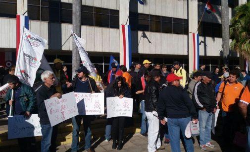 Manifestación frente a la ANDE