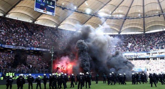 Caos en la Bundesliga: el Hamburgo descendió por primera vez en su historia y se generaron incidentes