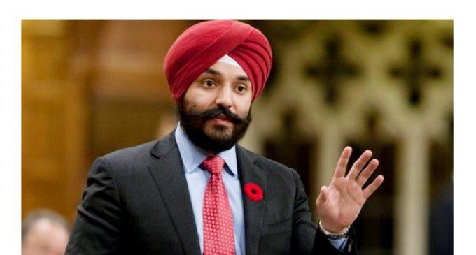 EE.UU se disculpa con ministro canadiense por pedirle que se quite el turbante