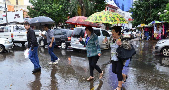 Anuncian martes lluvioso y con ingreso de frente frío