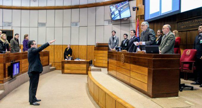 """""""Me ofreció US$ 500.000 por la renuncia del presidente"""": Nuevo senador acusa al 'emisario del patrón'"""