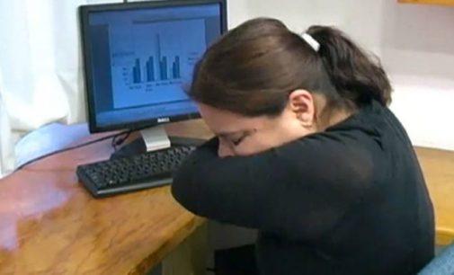 Gripe: Aconsejan cubrirse al toser y estornudar