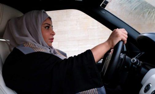 Tras décadas de lucha, las mujeres pueden manejar en Arabia Saudita