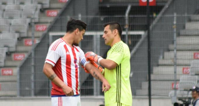 Japón golea en despedida de Justo Villar