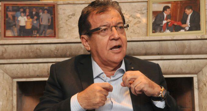 Nicanor se aferra al Senado y cuestiona la senaduría vitalicia
