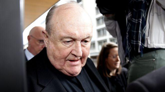 Sentencian a 12 meses al más alto clérigo católico por encubrir abusos sexuales