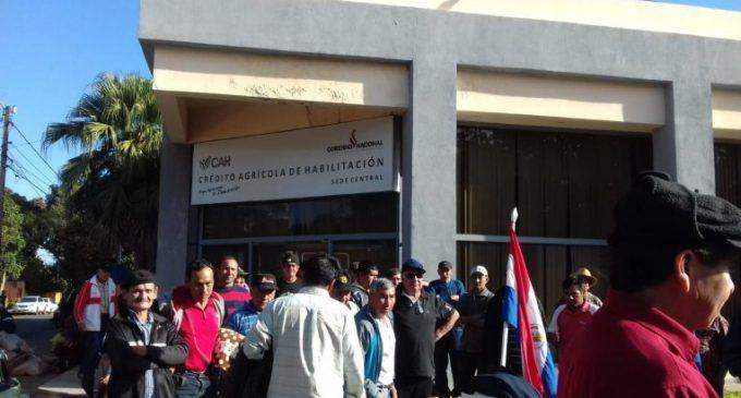 Funcionarios del Crédito Agrícola fueron separados de sus cargos por supuesta estafa