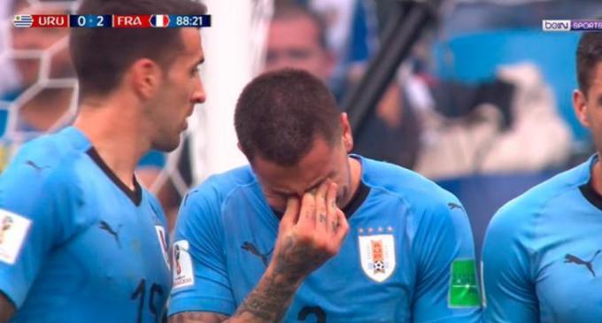 El llanto de José Giménez en pleno partido